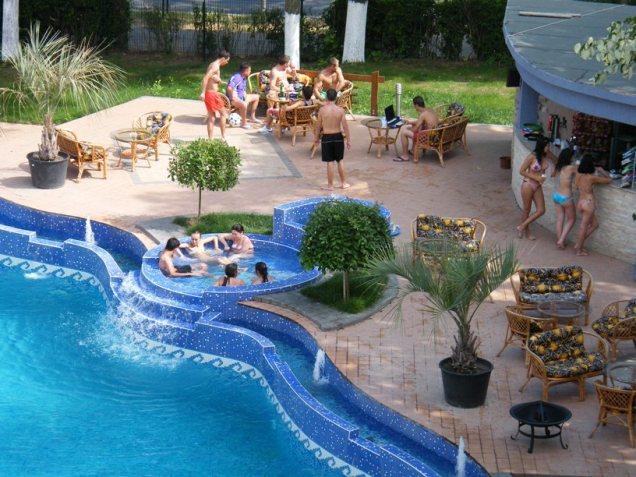 Sejururi in romania for Hotel cu piscina